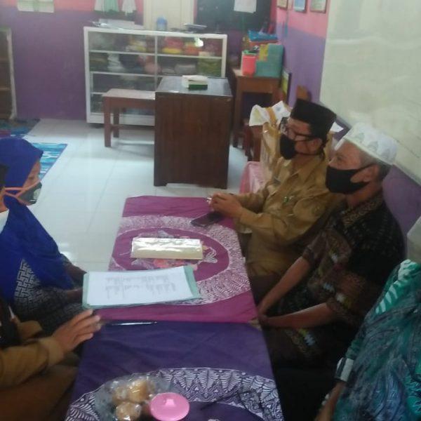 Acara Ikrar Wakaf Untuk RA Muslimat NU Pekuncen Wiradesa