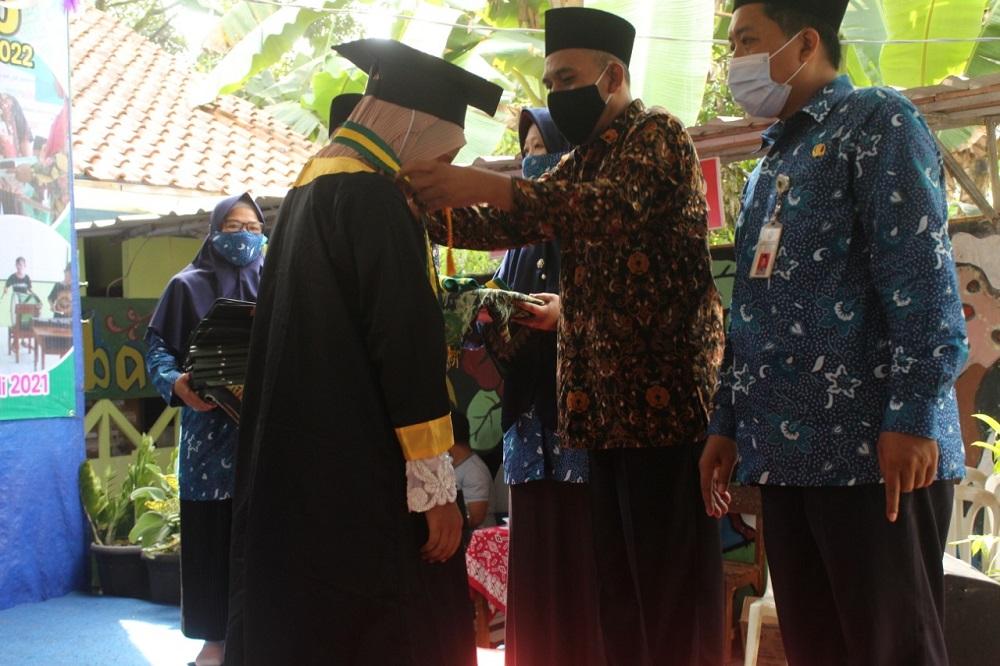 Pemberian Beasiswa oleh Pengawas Madrasah