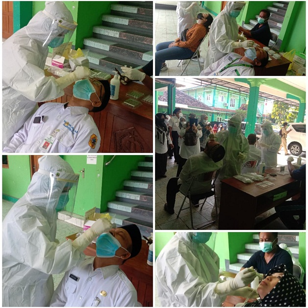 Pegawai Kemenag Kabupaten Pati menjalani Tes Rapid Antigen secara massal.