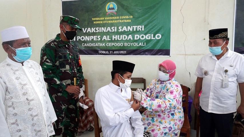 Program Serbuan Vaksin Covid 19 oleh TNI di Pondok Pesantren Al Huda Doglo Boyolali