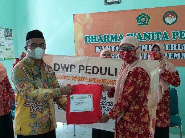 DWP Kankemenag Kab. Pemalang Bantu Masyarakat yang Isoman
