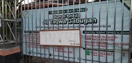 Masjid At Taqwa, Salah Satu Masjid Kecamatan Yang Tutup Gerbangnya