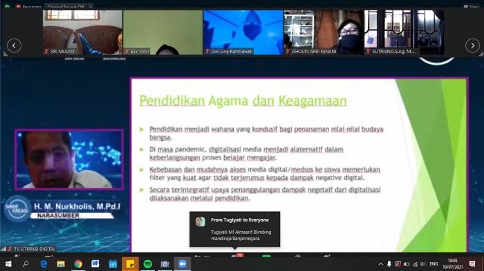 Webinar Gerakan Nasional Literasi Digital dan Siber Kreasi