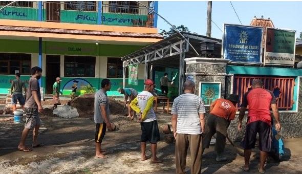 Pembangunan bahu jalan MIM Bawang