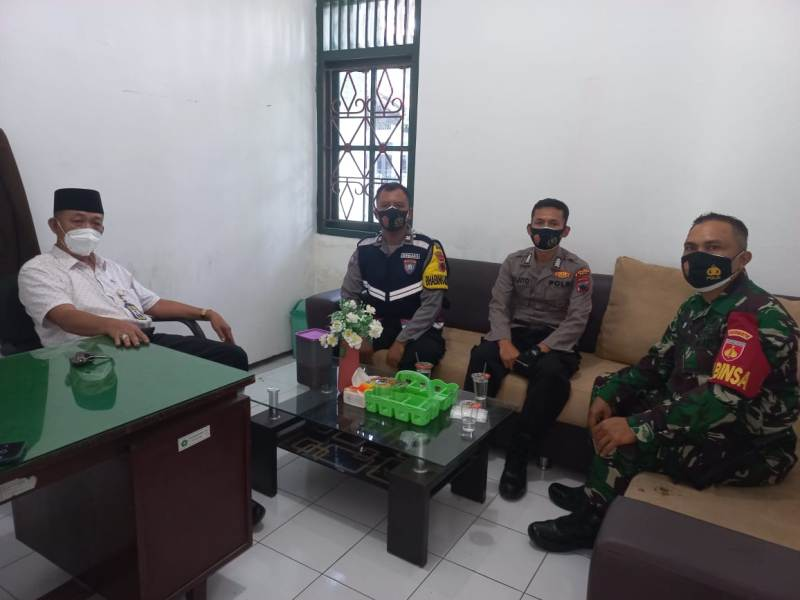 Kepala KUA bersama Gugus Covid kecamatan Pati.