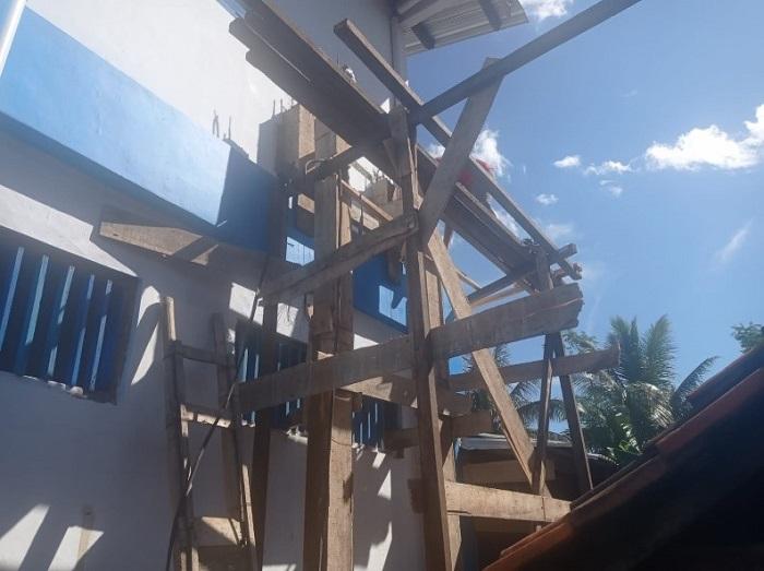 Pembangunan tiang penyangga tandon air