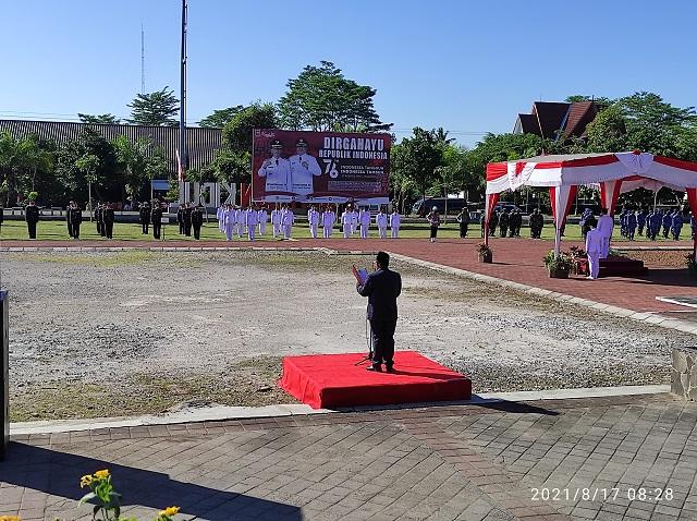 Ka Kankemenag Boyolali membacakan doa pada Upacara Peringatan Hari Kemerdekaan RI ke 76 Kabupaten Boyolali