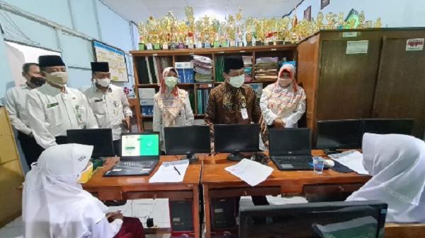 Kakanwil Kemenag Jateng di Sela-Sela Pemantauan Kegiatan KSM di MIN 1 Semarang
