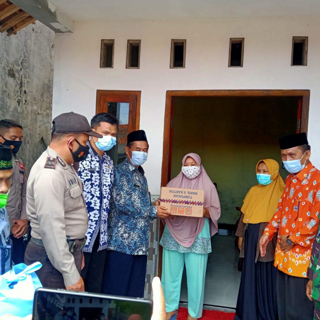 Penyerahan Bantuan Di Rumah Malikhatul Jannah Di Desa Benda Sirampoq