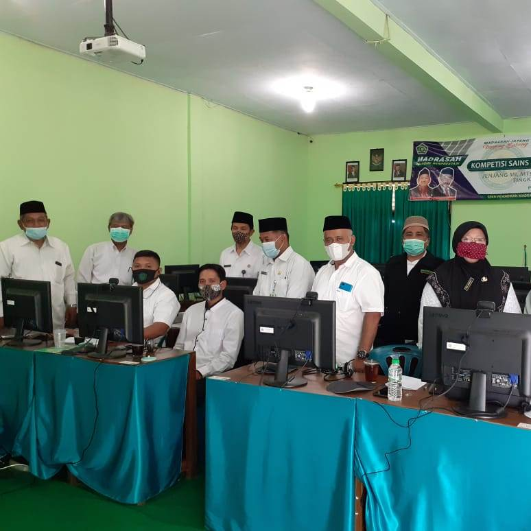 Plt. Kasi Penma (kiri) meninjau langsung pelaksanaan KSM Kabupaten Purworejo
