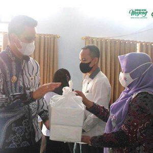 Bersama Bupati, Kemenag Kendal Salurkan 2.300 Paket Sembako