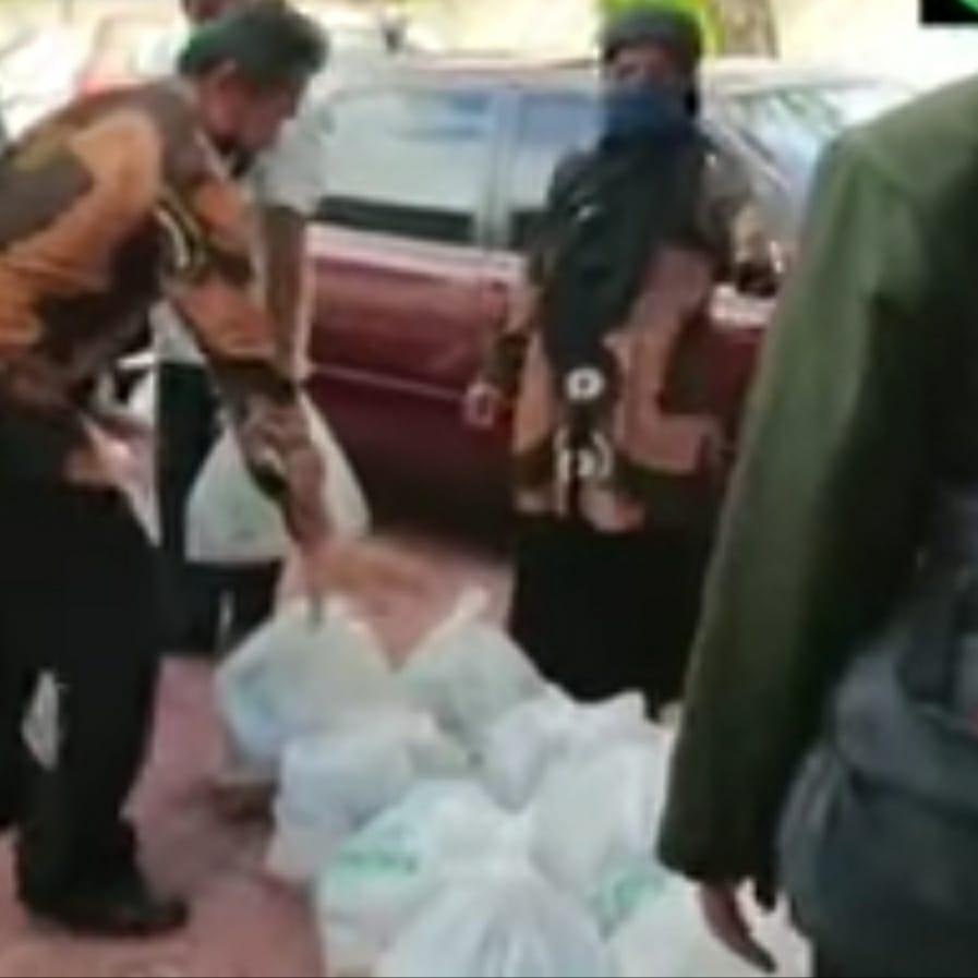 Penyaluran bantuan sembako kepada takmir masjid dan penyuluh honorer