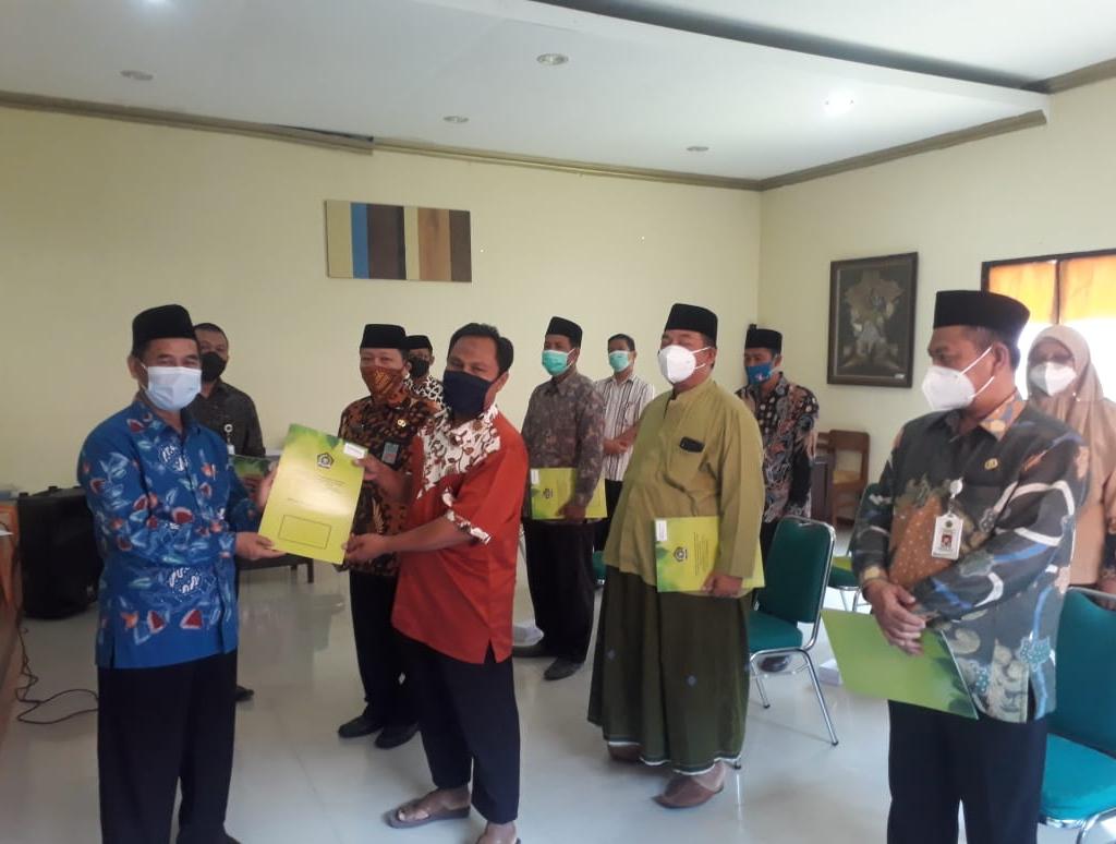 Penyerahan SK. Ijin Operasional 10 Madrasah di Brebes