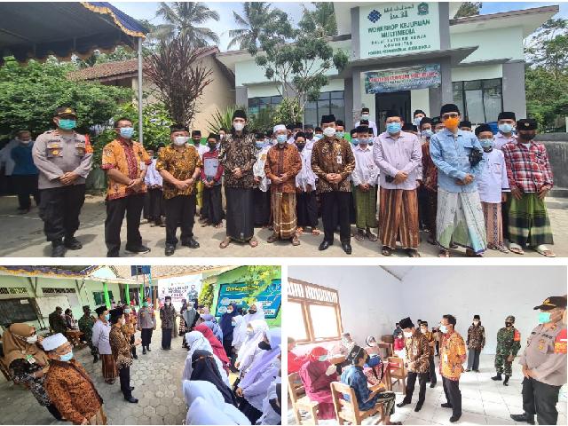 KaKanwil Kemenag Jateng meninjau pelaksanaan Vaksinasi Bagi Santri dan Masyarakat di Ponpes Al Huda Boyolali
