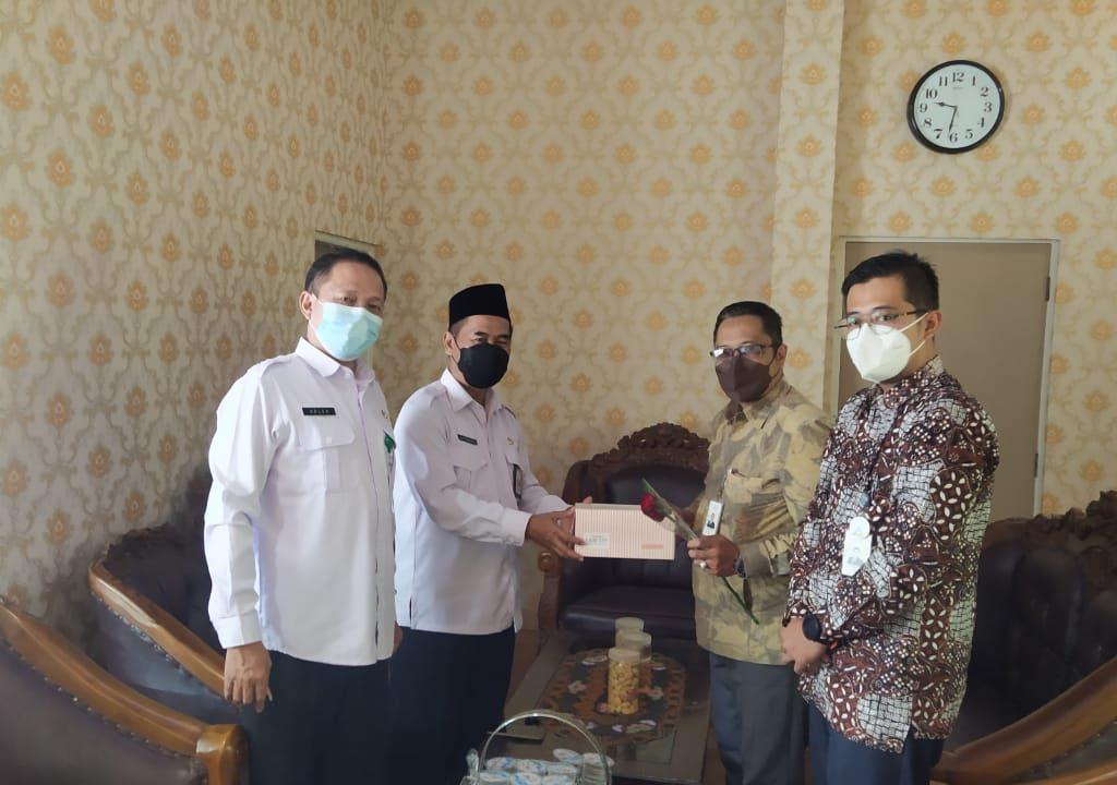 Kepala Kantor Menerima Rajutan Silahturahim Bnak BJB Cabang Brebes