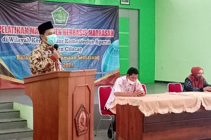 Kepala Kankemenag Kab. Cilacap menutup kegiatan On Job Training Pelatihan Manajemen Berbasis Madrasah