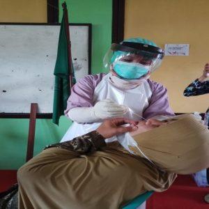 Cegah Kluster PTM, Guru dan Siswa MTs Negeri 3 Banjarnegara Jalani Rapid Antigen
