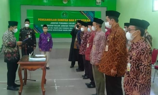 Pelantikan Penyelenggara Syariah Kan Kemenag Kabupaten Cilacap dan kenaikan pangkat JFT Penghulu dan JFT Penyuluh Agama Islam Fungsional