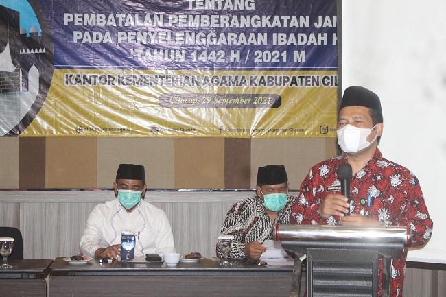 Kepala Kankemenag Cilacap memberikan sambutan pada sosialisasi PMA No. 660 Tahun 2021