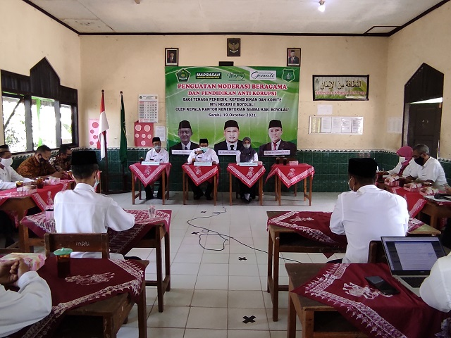 Kegiatan Penguatan Moderasi Beragama Dan Pendidikan Anti Korupsi yang diselenggarakan oleh MTsN 8 Boyolali